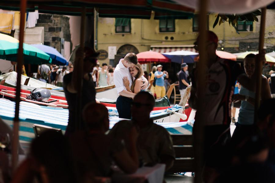 sesja narzeczeńska street we włoszech vernazza