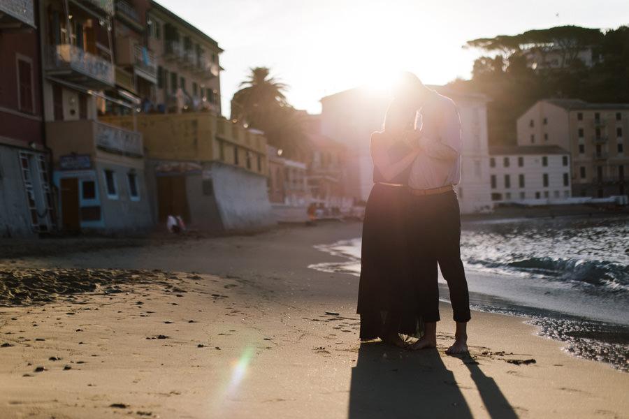 sesja narzeczeńska we włoszech o wschodzie słońca