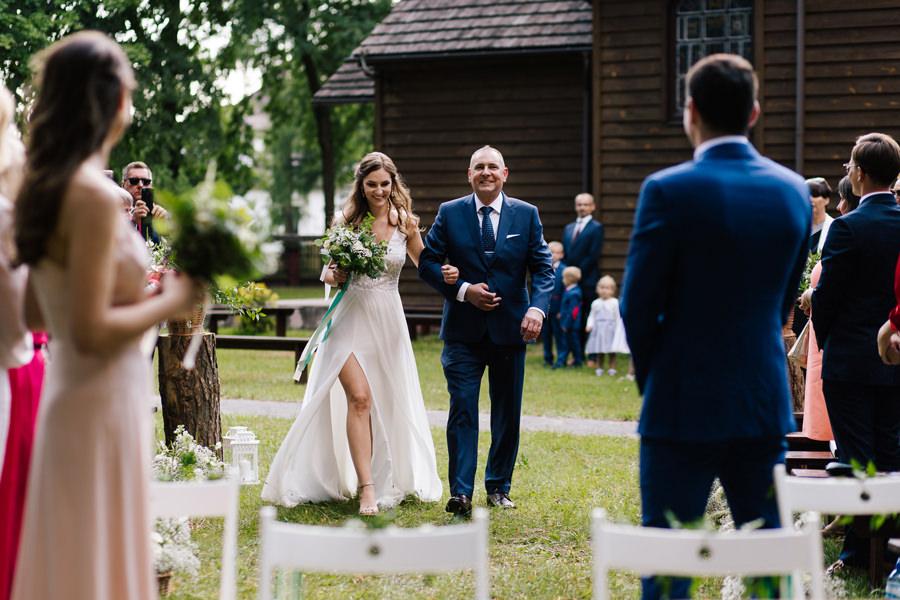 katolicki ślub kościelny w plenerze