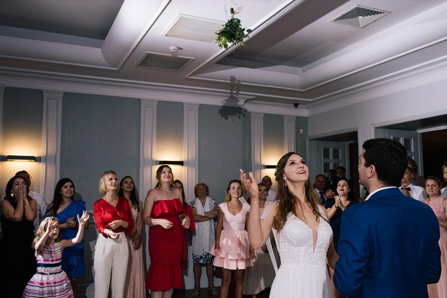 fotograf na kościelny ślub w plenerze kraków