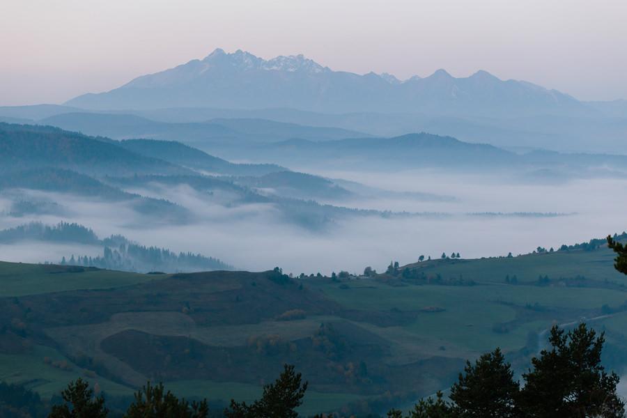 Pieniny, Tatry, wschód słońca w Pieninach, Tatry skąpane w mgle