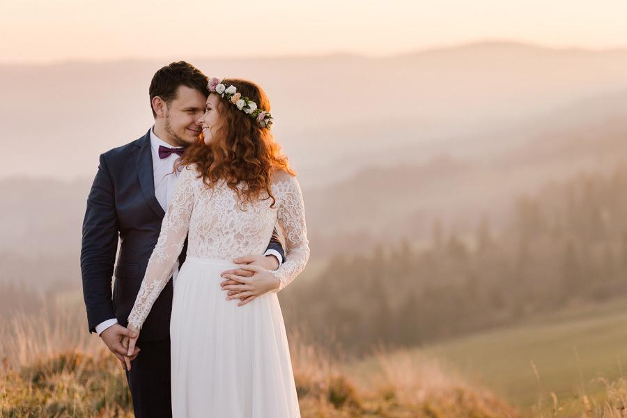 sesja poślubna w Pieninach, sesja o wschodzie słońca, para młoda