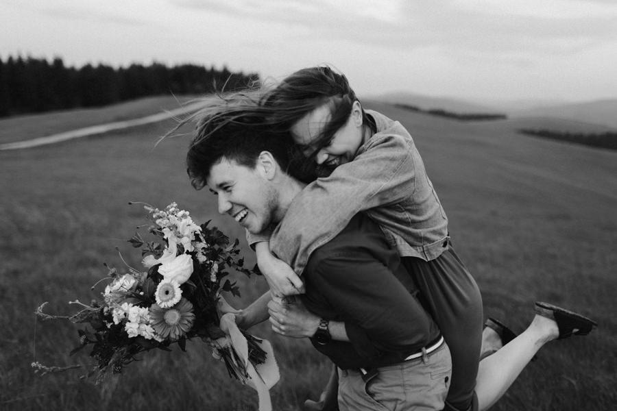 Fotograf ślubny Bieszczady, sesja narzeczeńska w Bieszczadach, sesja w górach