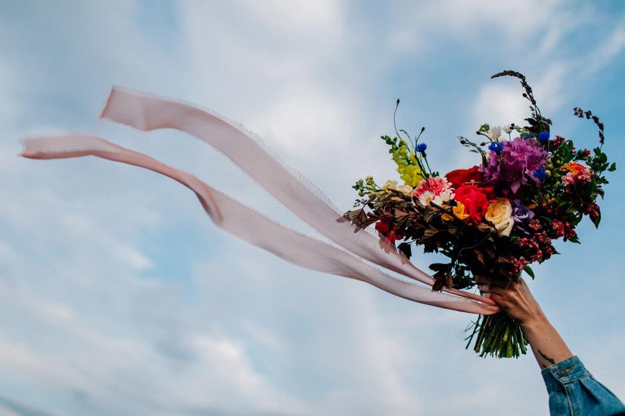 bukiet na sesję, kwiaty na sesję narzeczeńską, bukiet boho